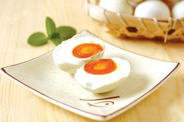 咸鸭蛋的腌制方法 如何自制咸鸭蛋-养生法典