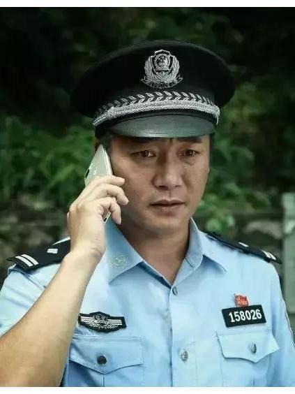 小镇警事图片