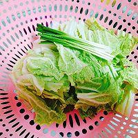 白菜猪肉炖粉条的做法图解1