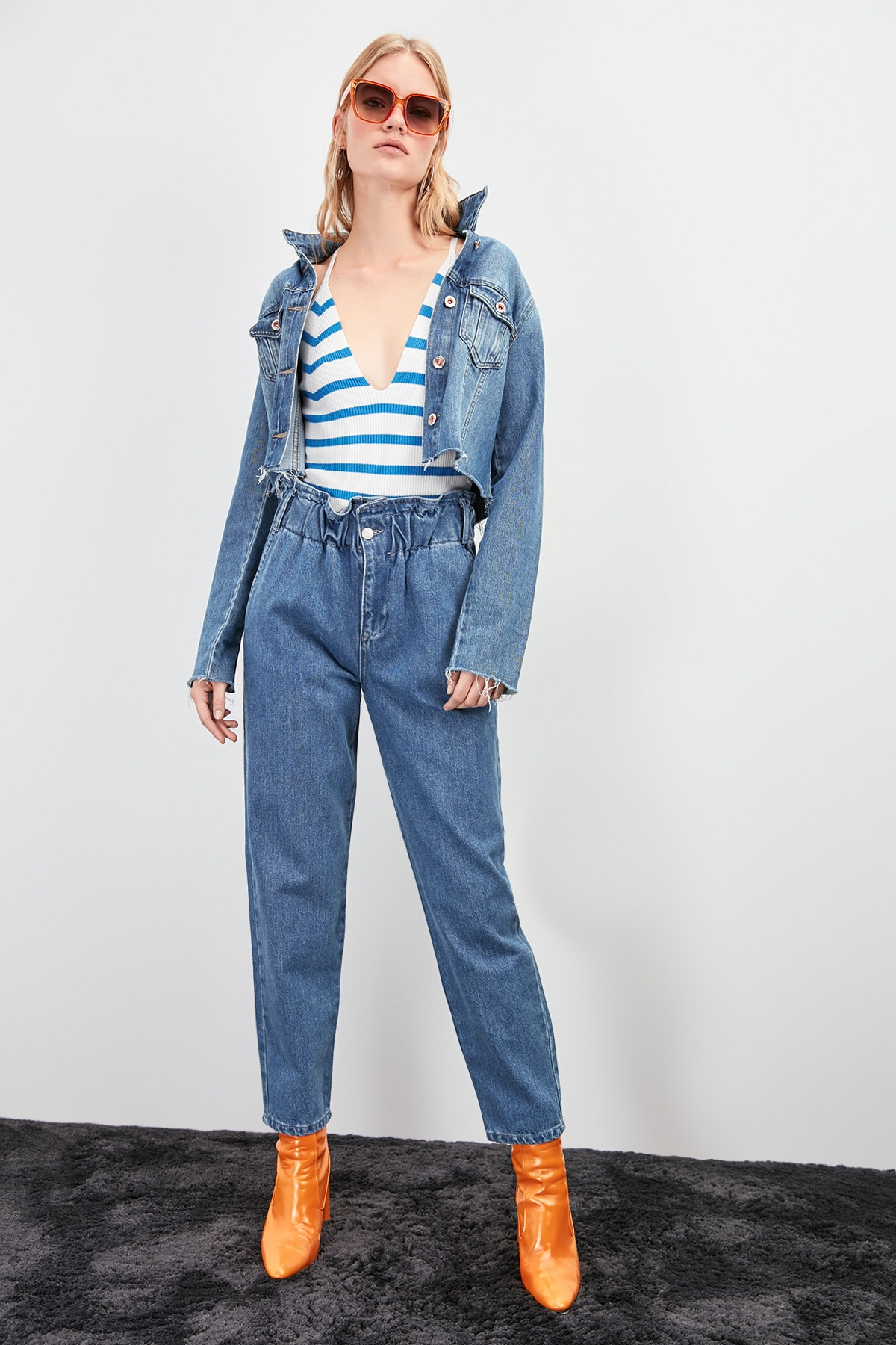 Trendyol Beli Wheel Super High Waist Mom Jeans TWOAW20JE0269