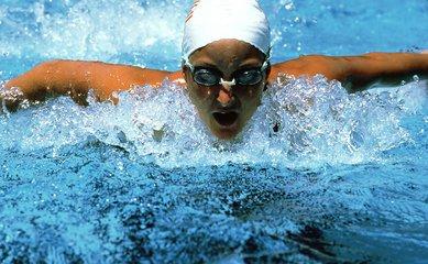 游泳时的换气技巧 游泳应该如何换气-养生法典