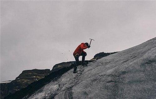 爬山时穿什么衣服更合适 适合爬山的季节-养生法典