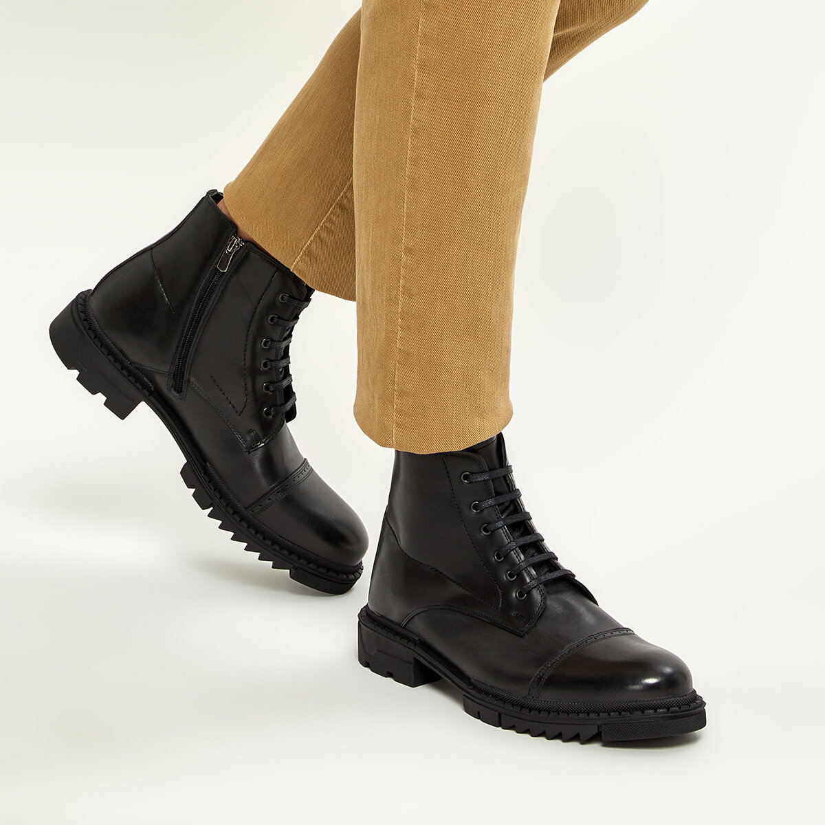 FLO 4119 Black Men Boots Forester