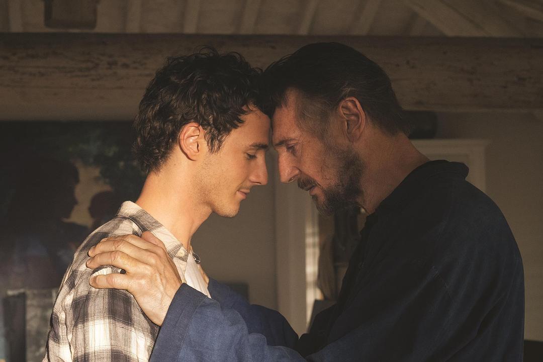 连姆·尼森与亲生儿子米切尔·理查德森主演《意大利制造》首曝预告登场
