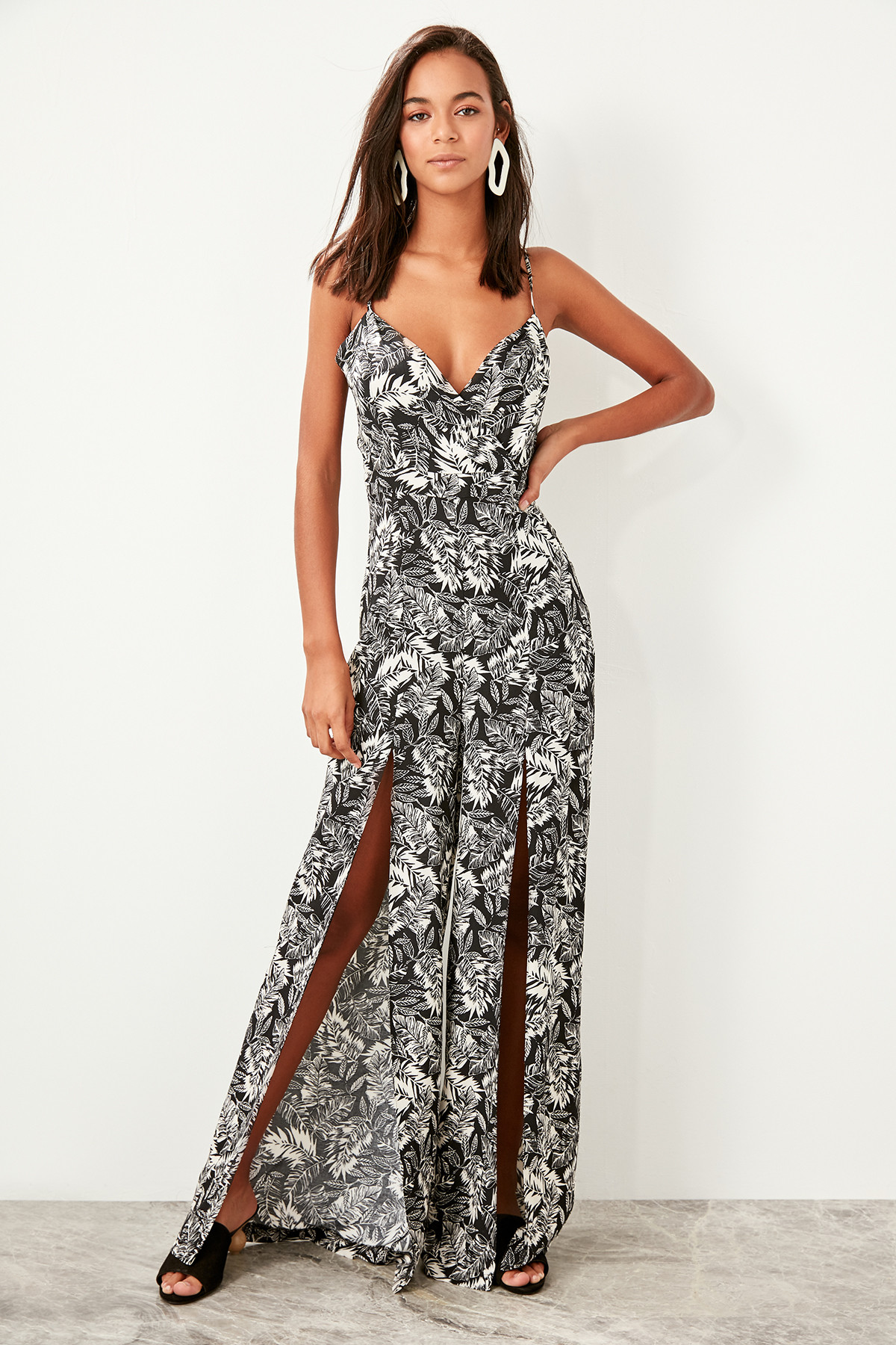 Trendyol Black Leaf Pattern Viscose Jumpsuit TBESS19BB0249