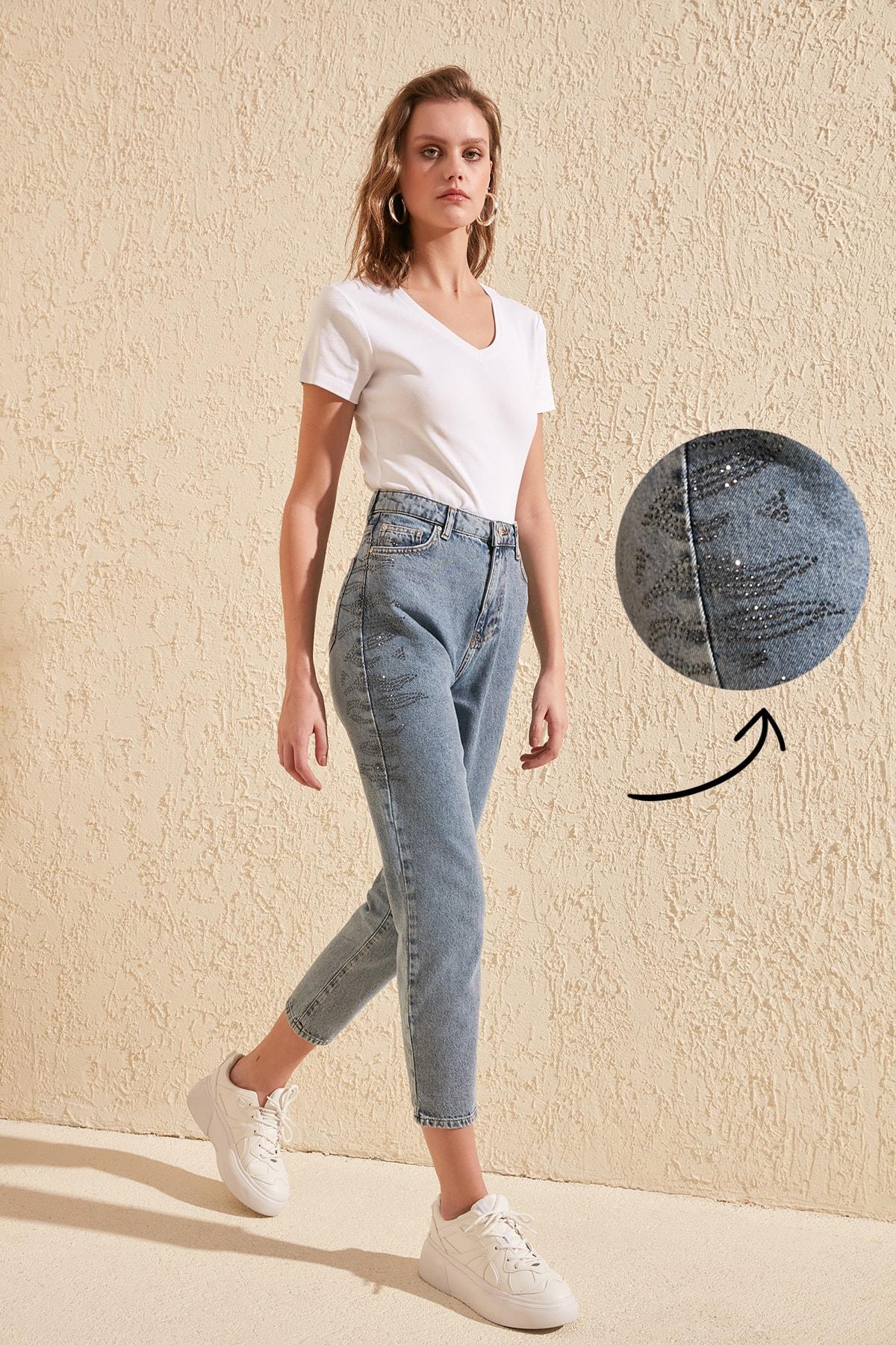 Trendyol Outdoor Stone Detail High Bel Mom Jeans TWOSS20JE0008