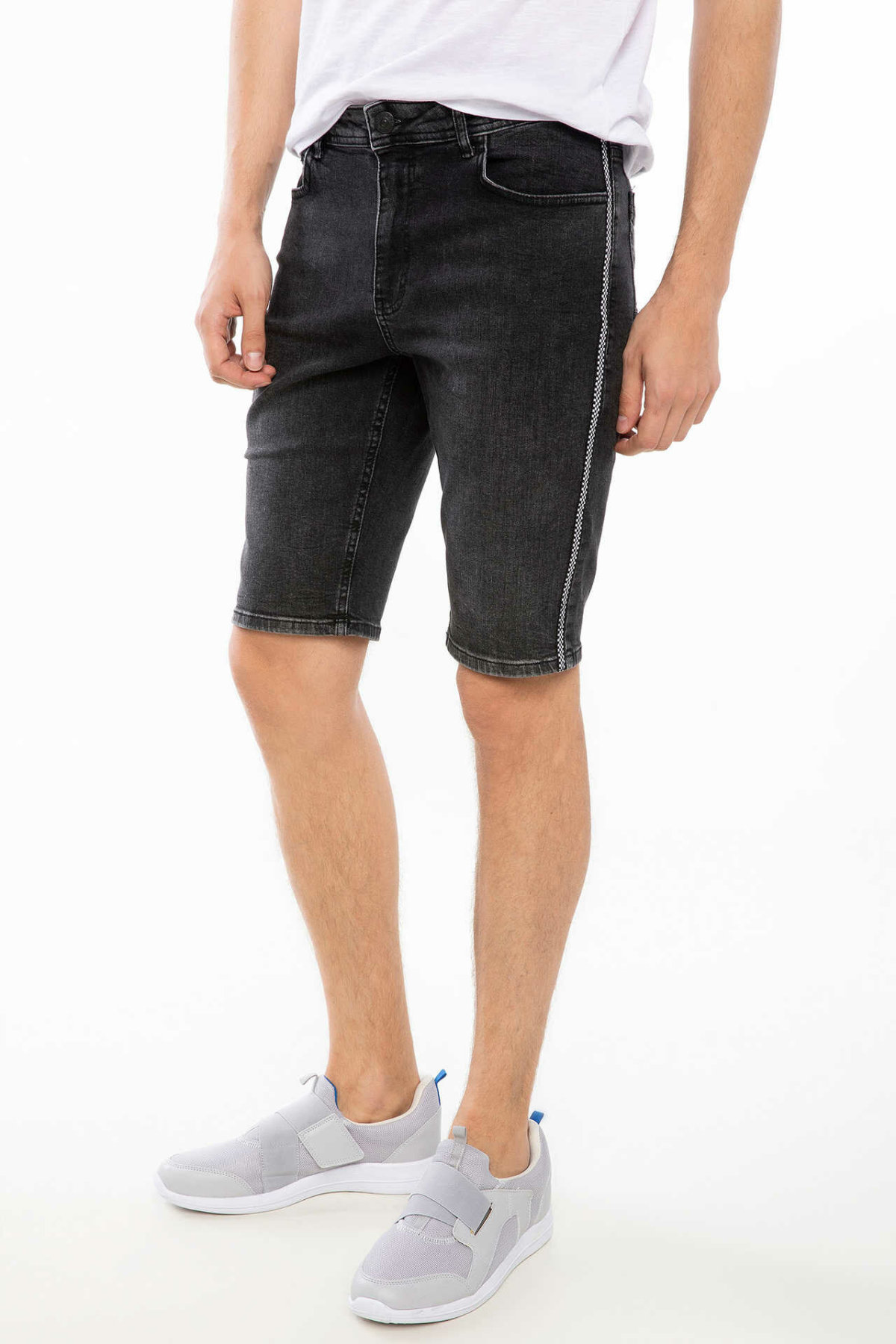 DeFacto Mens Summer Cool Black Denim Short Fit Mid-waist Short Denim Jeans Bermuda K0286AZ18HSNM40-K0286AZ18HS