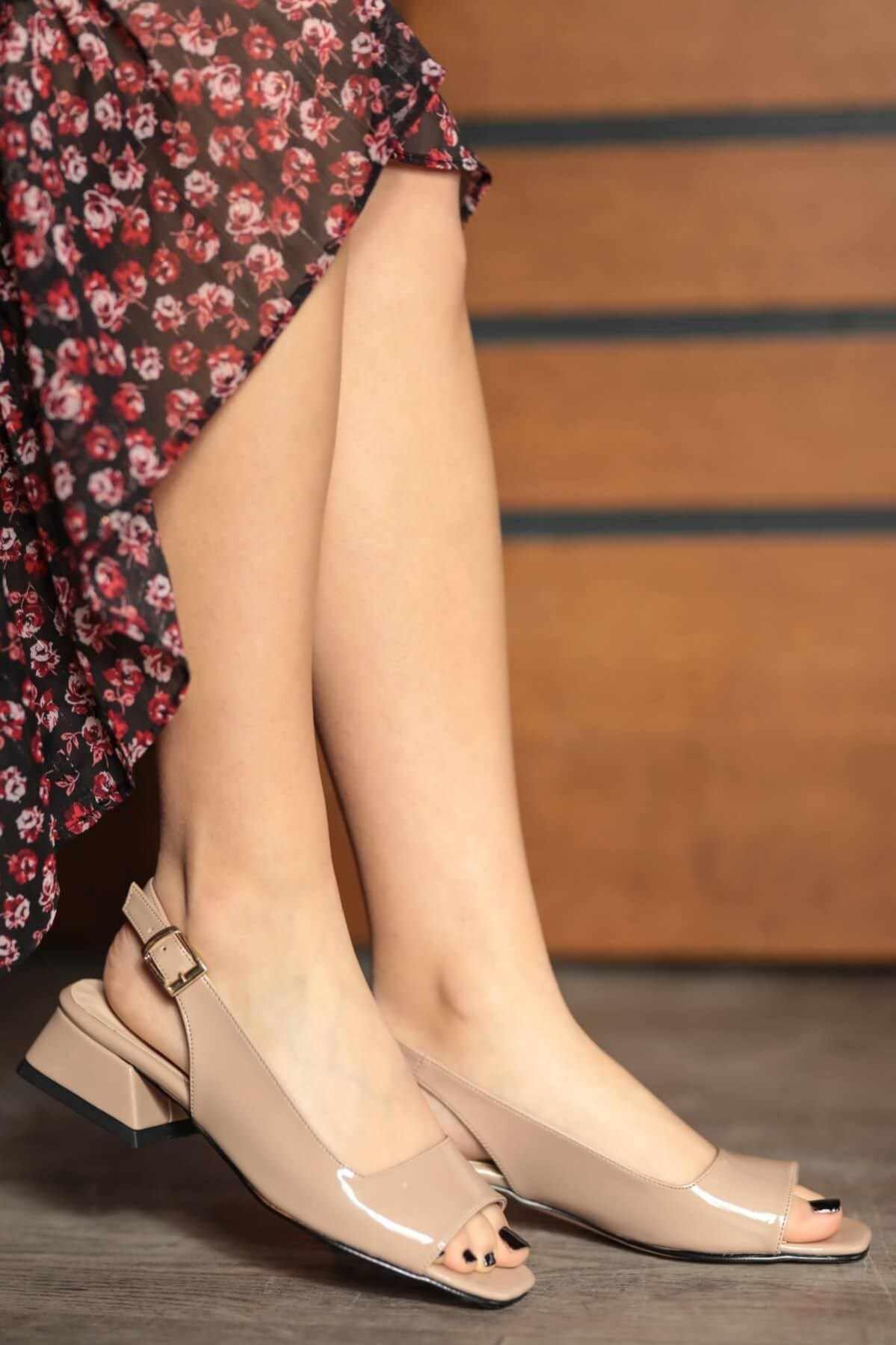 Suzanne Chồn Đen Trắng Đỏ Bằng Sáng Chế Da Ngắn Gót Công Sở Nữ Nữ Chất Lượng Tốt Nhất Mùa Hè Mùa Xuân Giày Sandal Nữ
