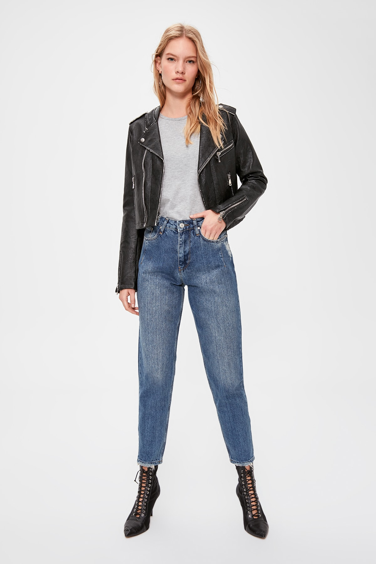 Trendyol Stitch Detail High Bel Mom Jeans TWOAW20JE0308.