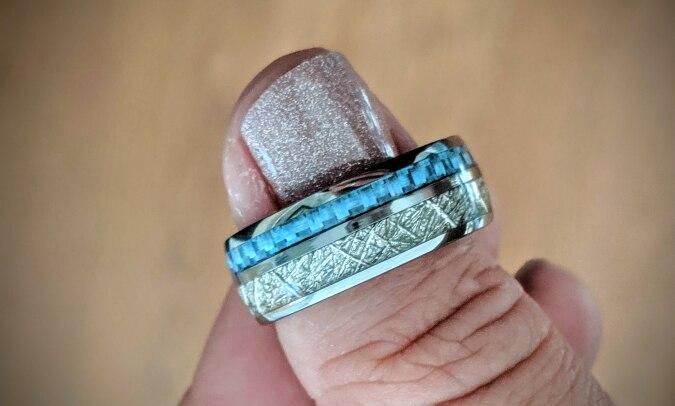 Bague météorite et carbone bleu pour homme