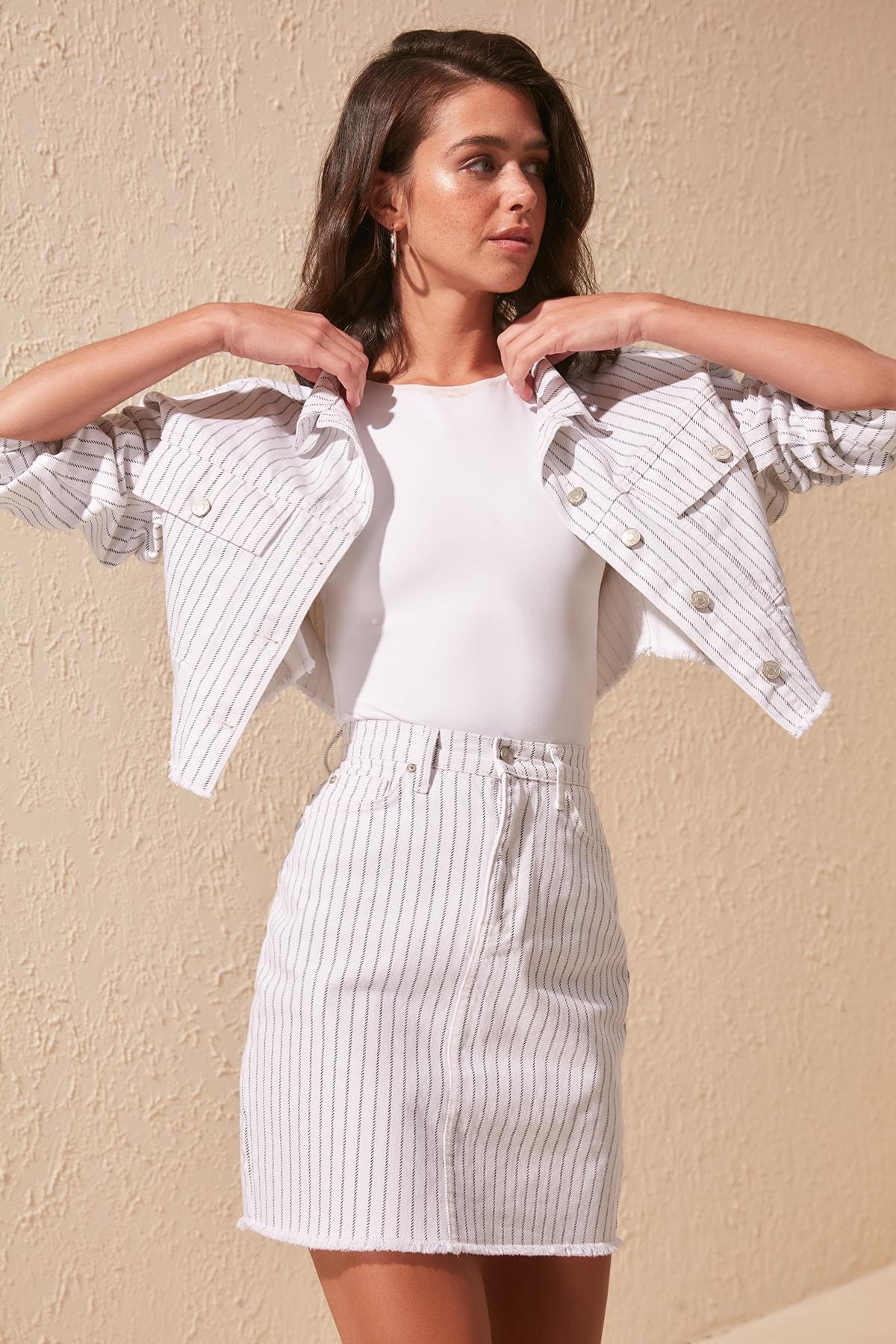 Trendyol Line Detailed Mini Denim Skirt TWOSS20ET0284