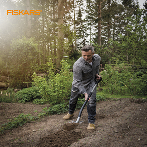 Fiskars - Set with shovel for garden and gloves, to remove the Earth and excavate, gardening tools, 1003460