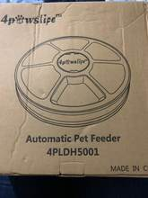 The feeder is excellent, all mechanisms work. The feeder itself works on 3 batteries. In t