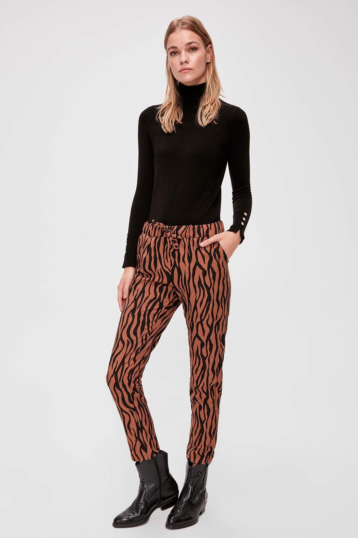 Trendyol Patterned Pants TWOAW20PL0546