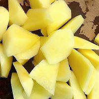 好吃到爆炸的小零食~椒盐土豆的做法图解1