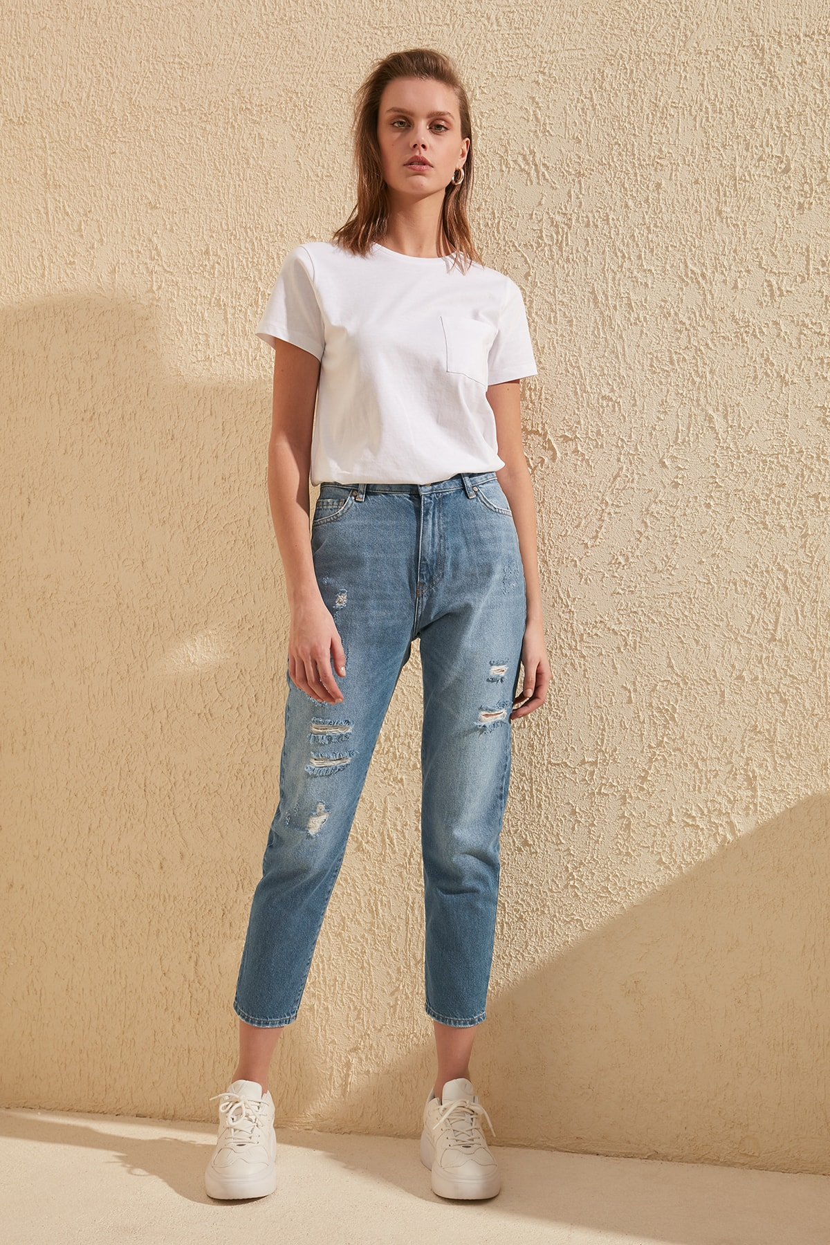 Trendyol Ripped Detailed High Bel Mom Jeans TWOSS20JE0029