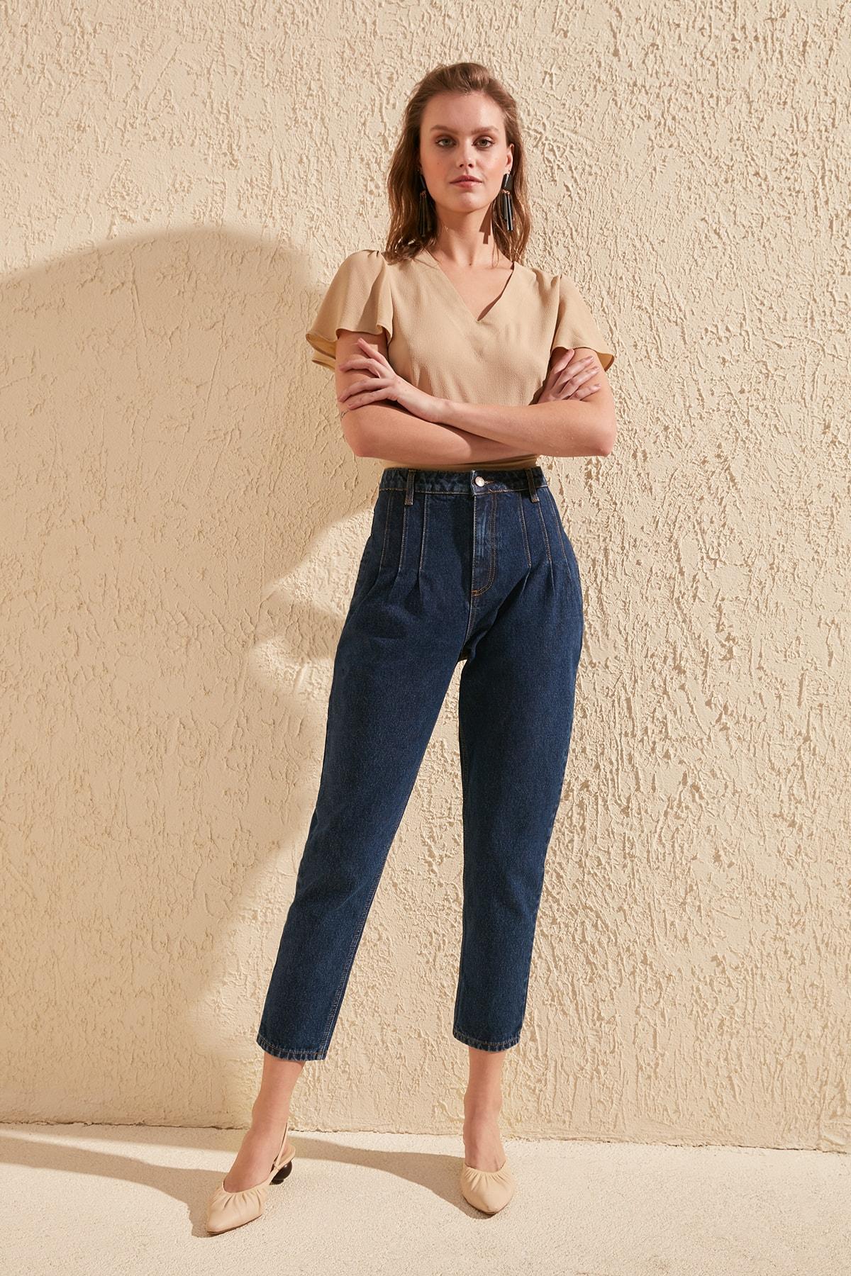 Trendyol Pleat Detailed High Bel Mom Jeans TWOSS20JE0133