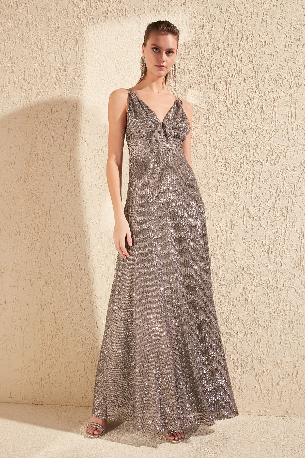 Trendyol Low-Cut Detailed Sequin Evening Dresses & Prom Gown TPRSS20AE0037